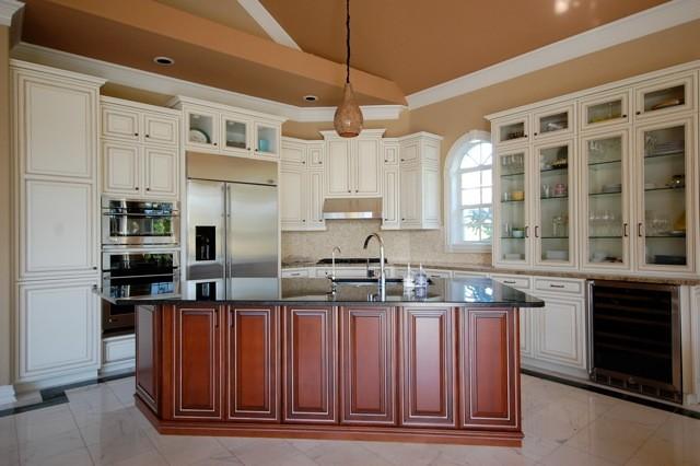 Paul and Melinda Sullivan traditional-kitchen