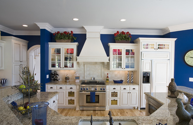 Peninsula traditional kitchen