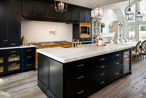 Black and gold kitchen trend