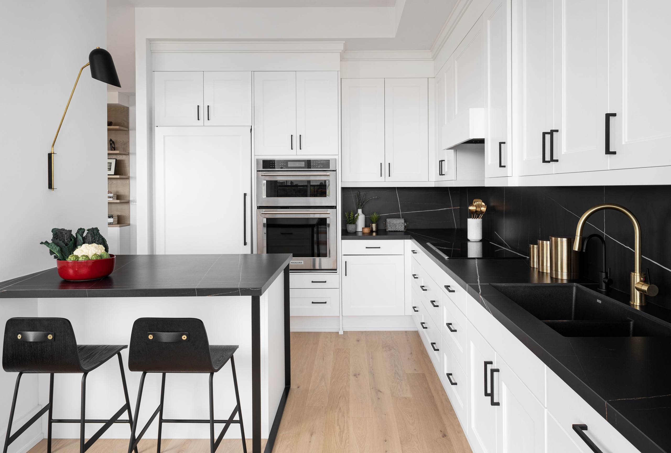 75 Beautiful Kitchen With White Appliances And Black Countertops Pictures Ideas January 2021 Houzz