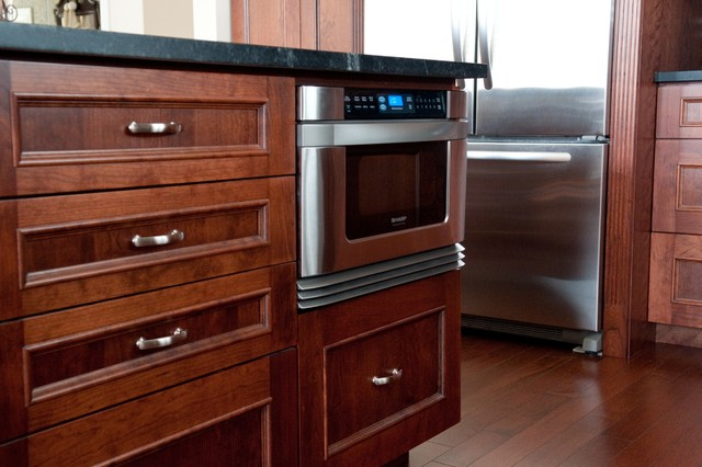 Peter & Julia - Traditional - Kitchen - toronto - by CabinetWorks Plus