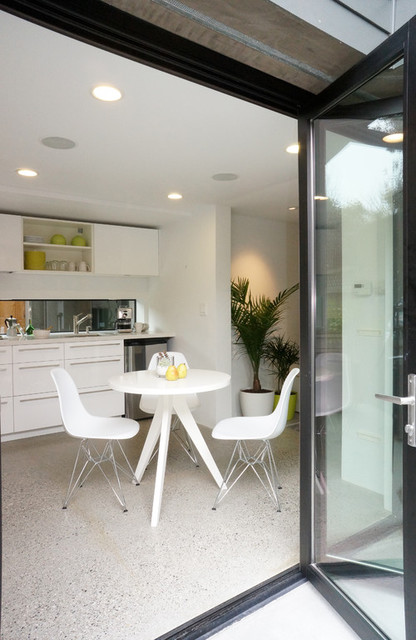 Pied-a-terre contemporary-kitchen