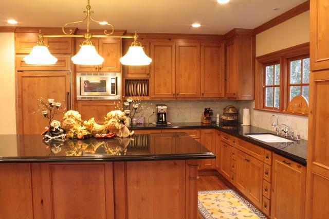 Pine Kitchen traditional-kitchen