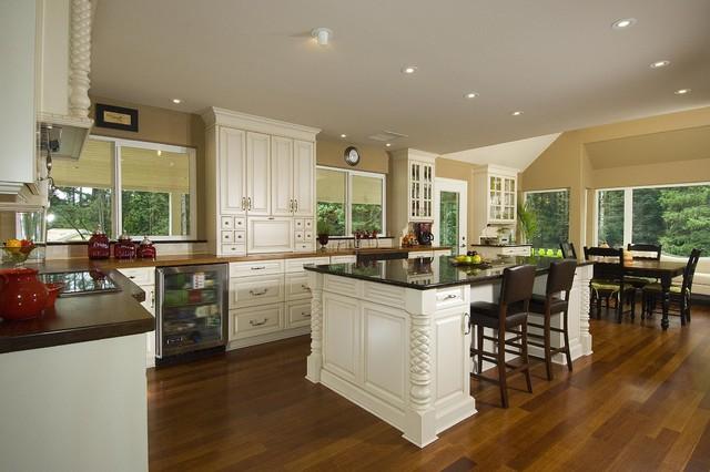 Pineapple Kitchen traditional-kitchen