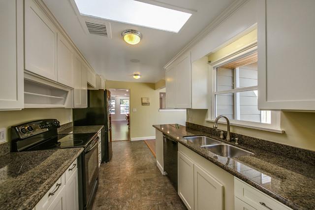advance waterborne interior alkyd paint benjamin moore co. Black Bedroom Furniture Sets. Home Design Ideas