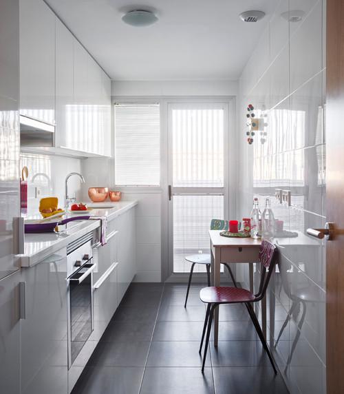 Cocina larga y estrecha for Amueblar cocina alargada