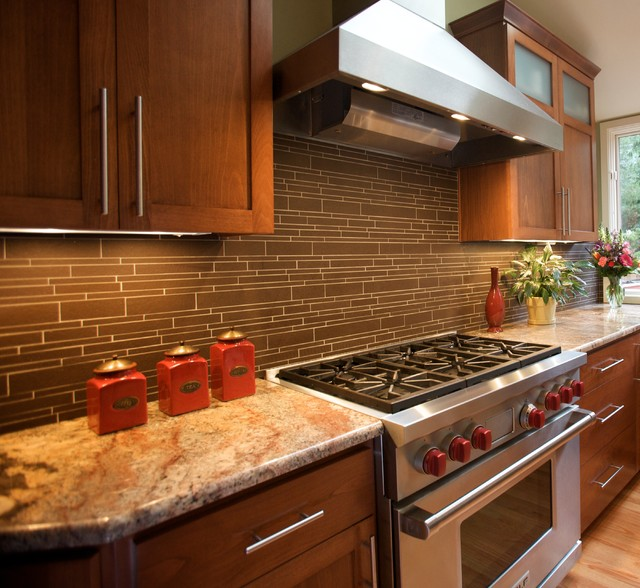 Kitchen table lighting houzz - Wolf Gas Range And Hood Transitional Kitchen