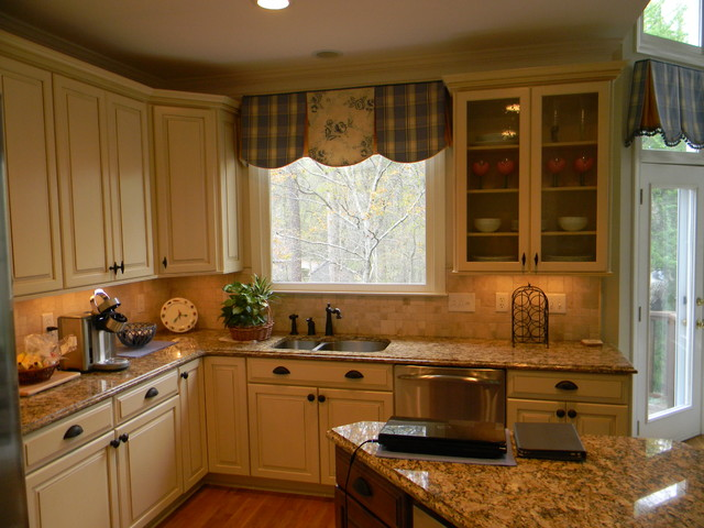 Portsmith Maple By Kraftmaid Cabinetry Traditional Kitchen Atlanta By David L Scott