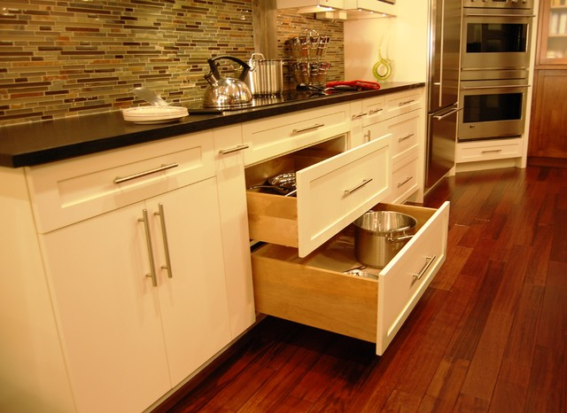 Pot And Pan Drawers Below Cook Top Contemporary Kitchen