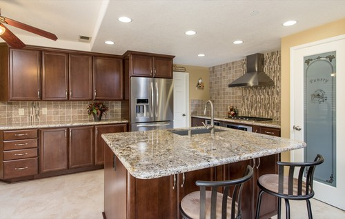 What Color Are The Kitchen Cabinets And Granite