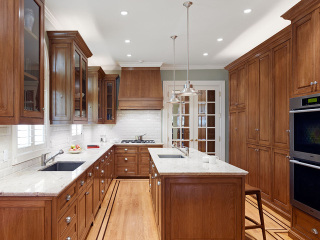 Inspiration For A Timeless Kitchen Remodel In San Francisco With Subway Tile Backsplash An Undermount