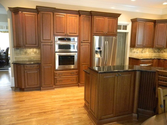 Princeton Cherry Square In Harvest Bronze With Ebony Glaze By Schuler Cabinetry Traditional
