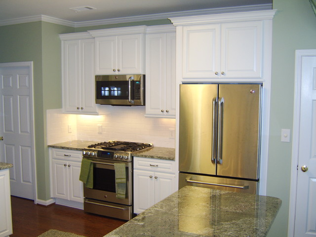 Maple In White Icing Finish By Schuler Cabinetry traditional kitchen