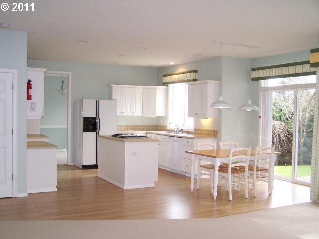 Pristine Multnomah Village Home = Happy Homeowner traditional-kitchen