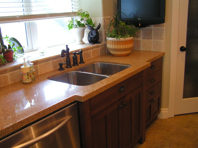 Private residence kamloops bc traditional kitchen for Kitchen cabinets kamloops