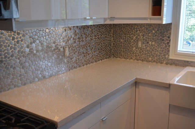 PRIVATE RESIDENCE   SAMSUNG QUARTZ GENTLE GREY Contemporary Kitchen