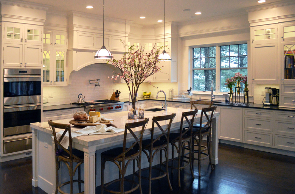 Example of a transitional kitchen design