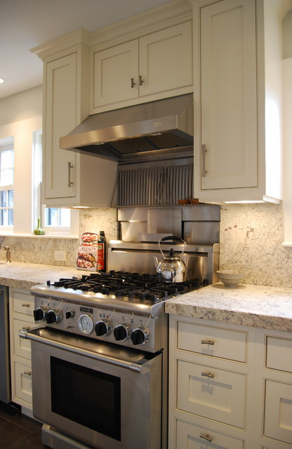 Professional 30 stove, stainless steel and granite backsplash traditional kitchen
