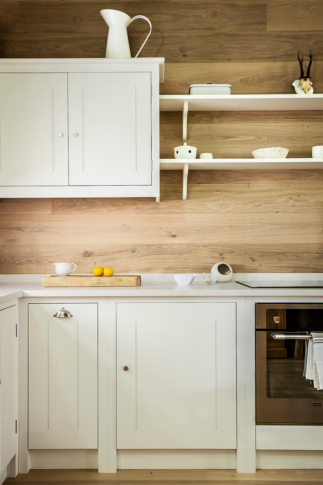 Example of a country kitchen design in London