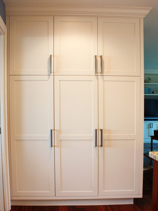 352 transitional kitchen pantry design photos with shaker cabinets