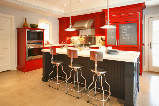 Example of a mid-sized eclectic l-shaped ceramic floor and brown floor kitchen design in New York with stainless steel appliances, red cabinets, an undermount sink, shaker cabinets, marble countertops, an island, gray backsplash and subway tile backsplash