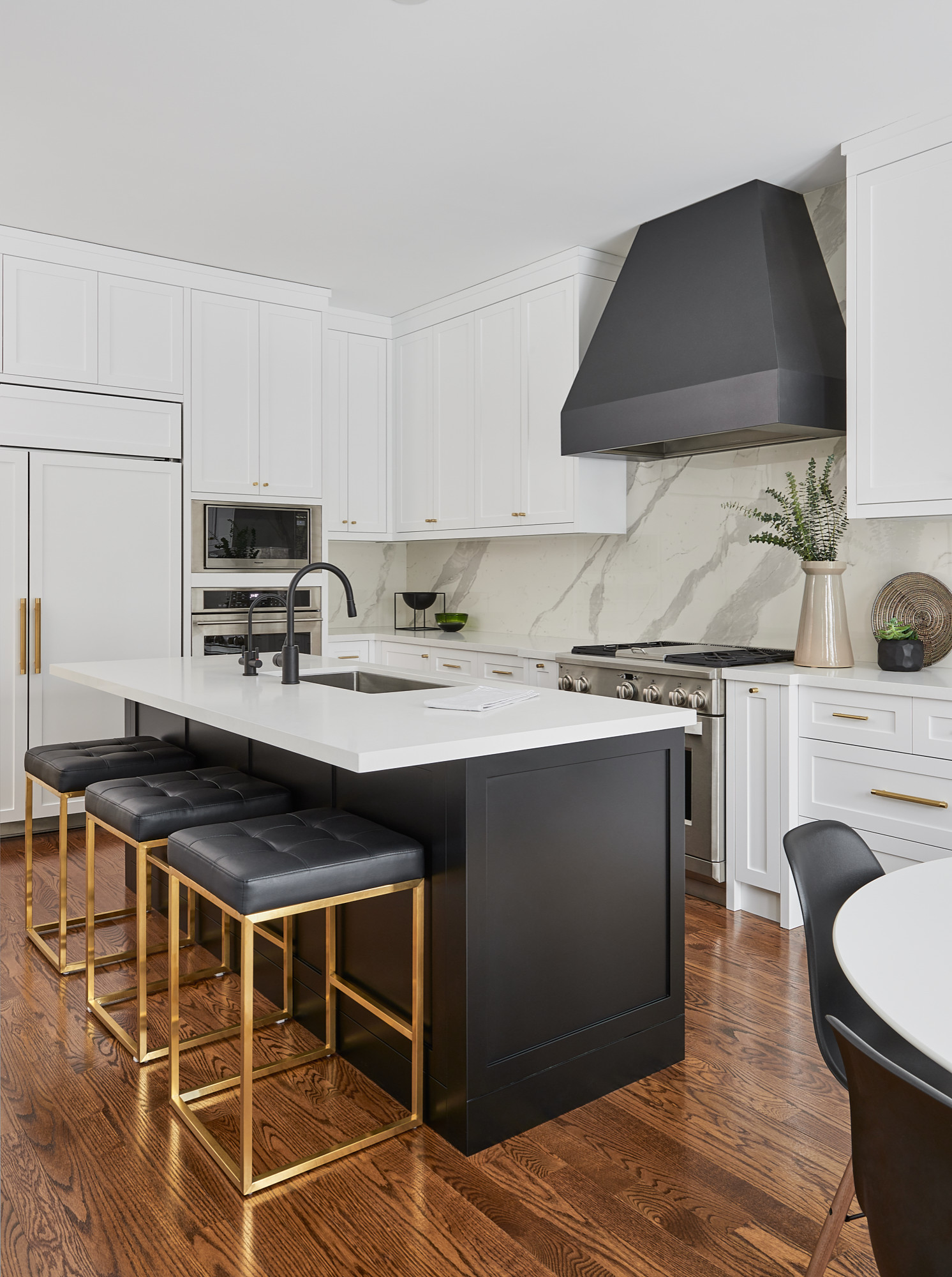 75 Beautiful Black And White Kitchen Pictures Ideas April 2021 Houzz