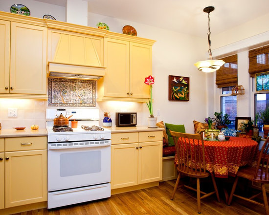 Traditional backsplash kitchen design ideas remodels for Buttery yellow kitchen cabinets