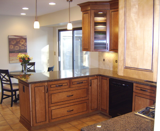 Providence Maple In Praline With Mocha Highlights By KraftMaid Cabinetry - Traditional - Kitchen ...