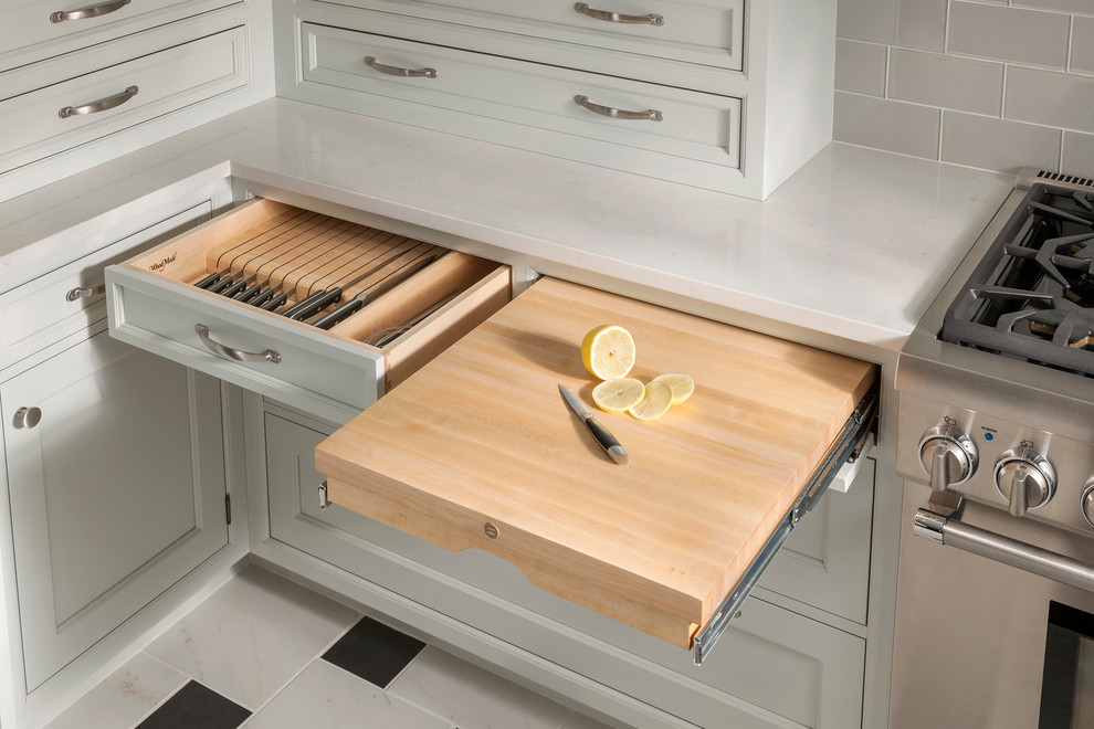 Pull Out Cutting Board And Knife Block