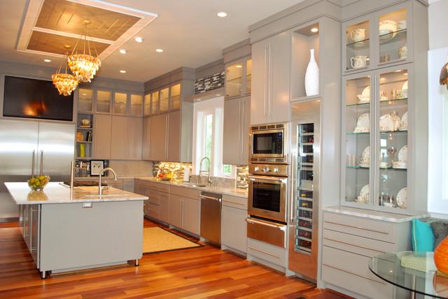 Pye Residence tropical-kitchen