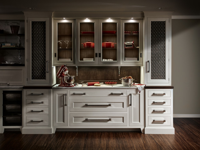 Qcci white painted cabinetry with walnut accents - Vitrinas para cocina ...