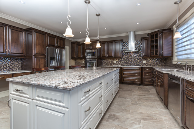 Qeii lottery home spring 2015 for Traditional home kitchens 2015
