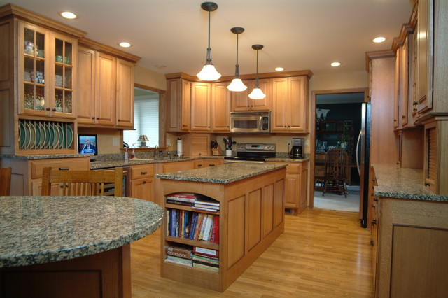 Quarter Sawn Oak with Black Walnut Accents traditional-kitchen