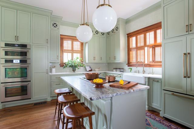 Kitchen - traditional kitchen idea in Austin