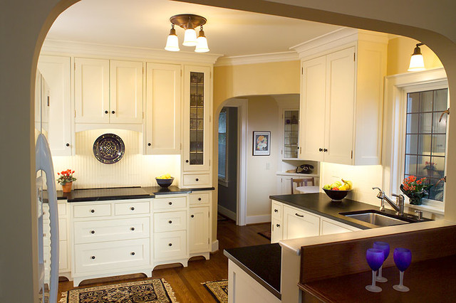 Queen anne traditional traditional kitchen other for Kitchen queen cabinet