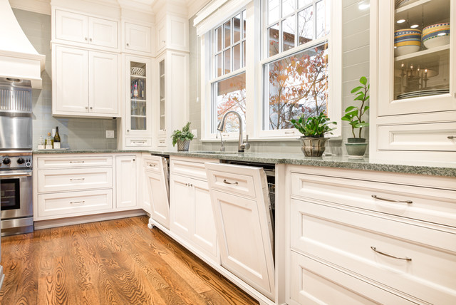 Queen anne traditional kitchen and dining kitchen for Queen anne style kitchen