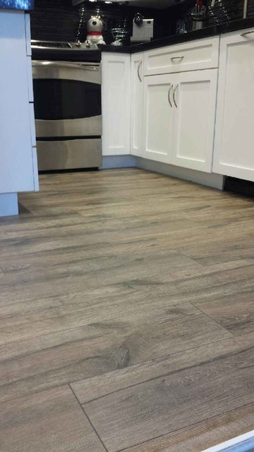 Superieur Quickstep Reclaimeu0027 Heathered Oak Laminate Install Beach Style Kitchen