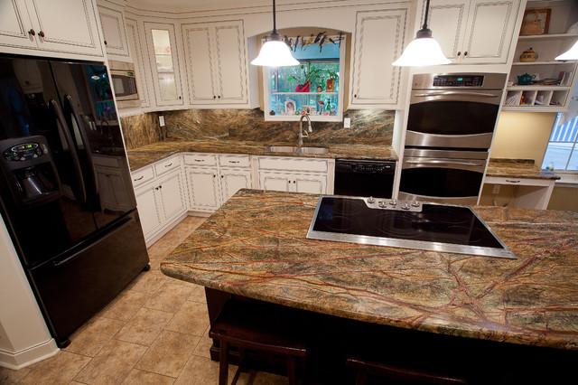 Rainforest Green Granite Kitchen - Traditional - Kitchen ...