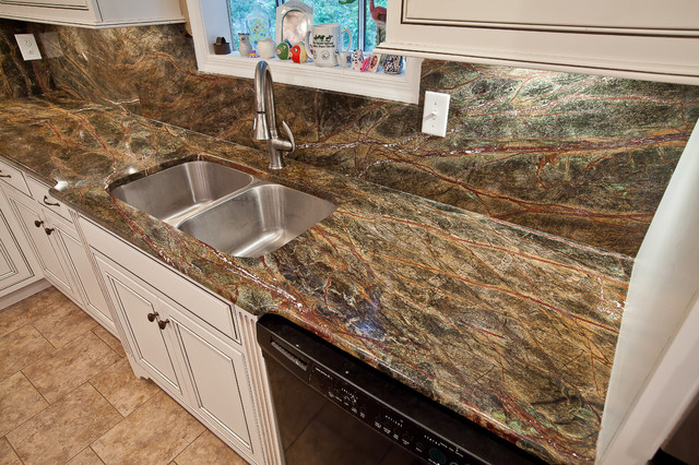 Rainforest Green Granite Kitchen Traditional