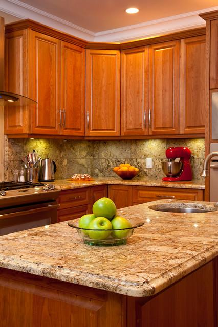 Raised panel cherry kitchen Traditional Kitchen