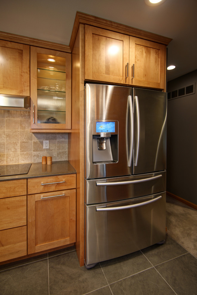 Example of a trendy kitchen design in St Louis