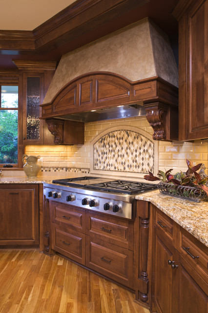 Range & Hood traditional kitchen