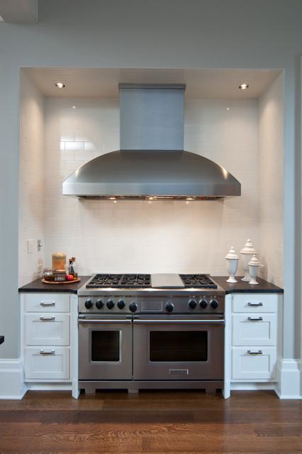 Range Wall traditional-kitchen