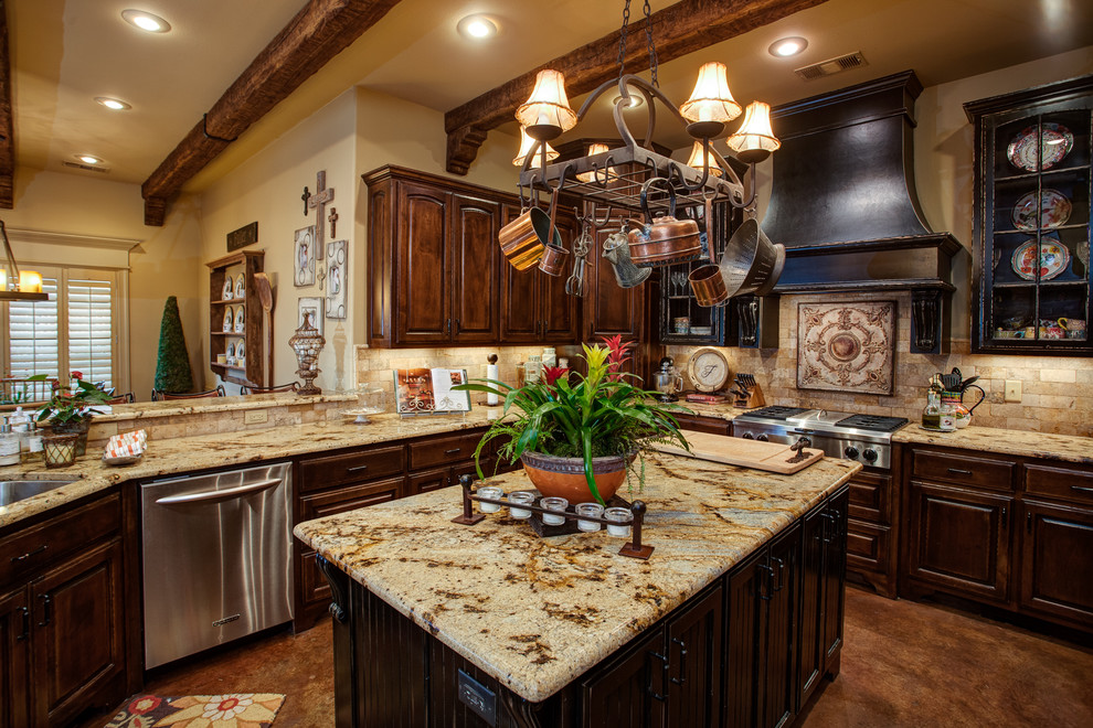 Inspiration for a timeless kitchen remodel in Little Rock with stainless steel appliances
