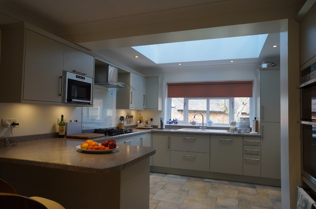 Rear extension in newport pagnell traditional kitchen for Traditional kitchen extensions