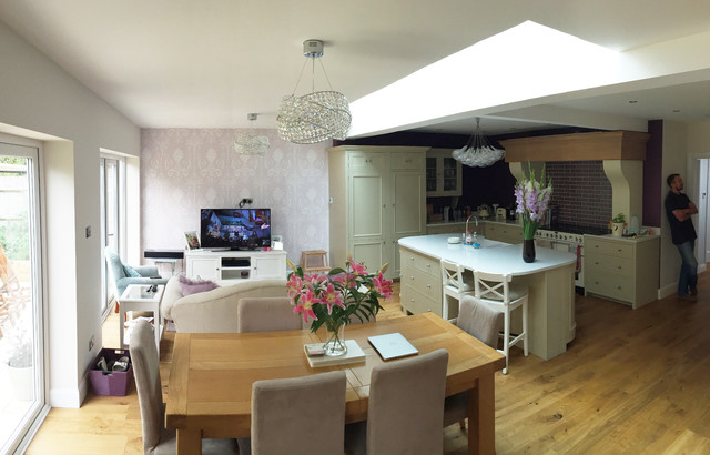 Rear extension kitchen dining lounge traditional for Traditional kitchen extensions