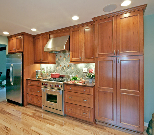 Kitchens With Solid White And Hickory Cabinets