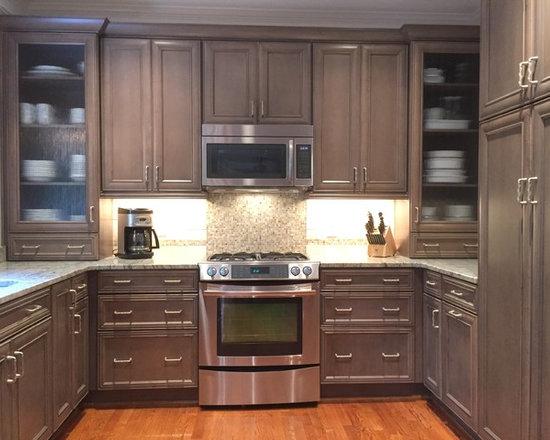 63 Mid Sized U Shaped Kitchen Design Photos with Stone Tile Backsplash
