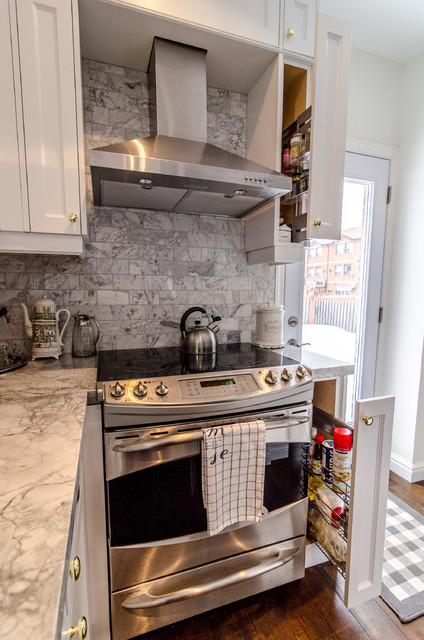 Regina ave traditional kitchen toronto by spaces inc for Kitchen cabinets regina
