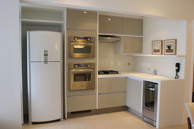 Regina Meira contemporary-kitchen